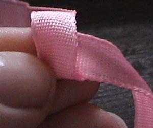 Декоративные розочки из ленты.